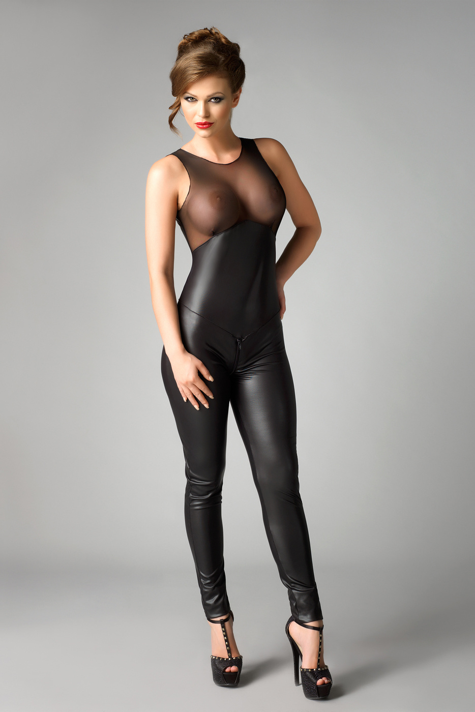 girl-women-in-tight-fitting-clothes-nude-delivery-girl